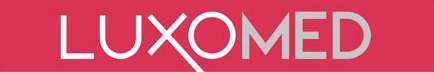 Logo de Luxomed. Il est écrit Luxomed en blanc sur fond rose