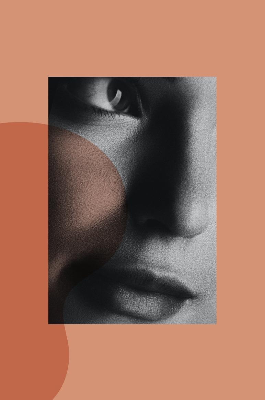 photo en noir et blanc sur fond orange d'un très gros plan sur le visage d'une femme. La photo illustre la cure de rajeunissement visage que propose la luxopuncture